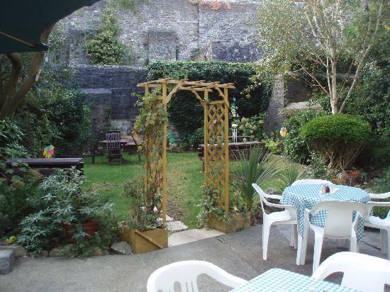 Tha garden - Picture of The Tudor Rose Tea Rooms & Garden, Plymouth ...