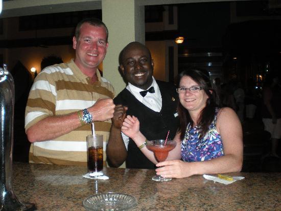 Hotel Riu Ocho Rios: Us with Kirk the best bar man