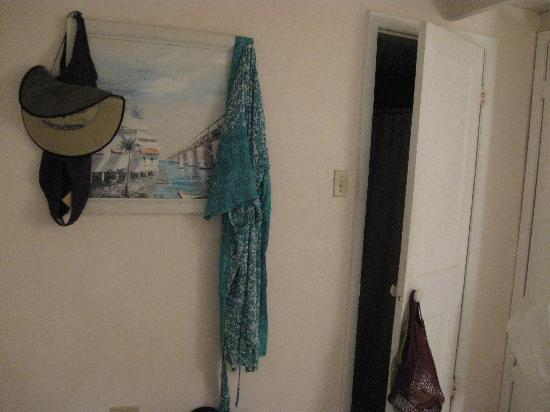 Bonefish Resort: The sailor way of hanging up your clothing <lol>. Worked for us!