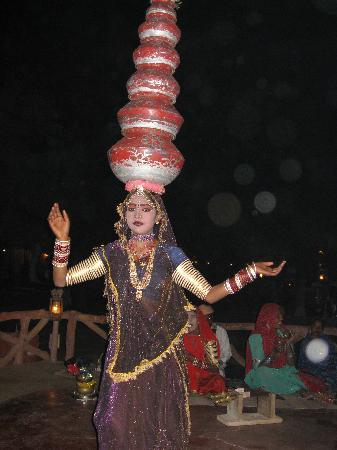 Chokhi Dhani Village: traditional dance