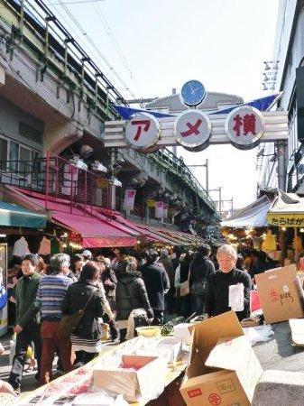 Ameyoko Shopping Street: 入り口