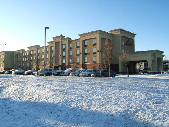 Hampton Inn And Suites Montreal: external view