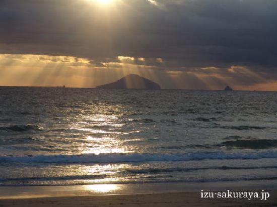 Pension Sakuraya: Sunrise from Shirahama Beach