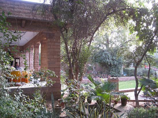 Devi Bhawan: Restaurant terrace for having breakfast