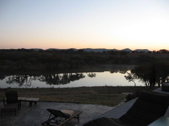 Paniolo Ranch Bed & Breakfast Spa: STILL LAKE IN MORNING