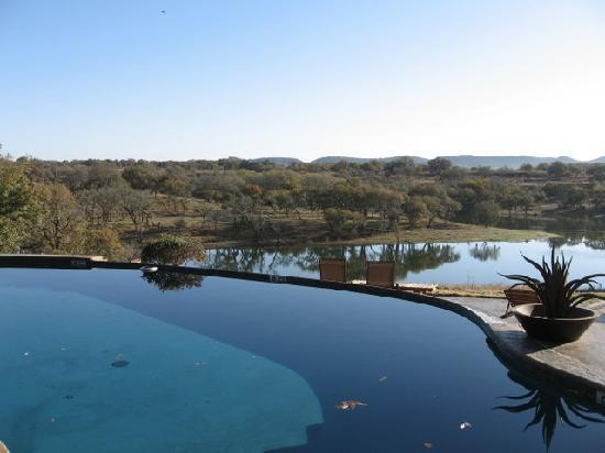 Paniolo Ranch Bed & Breakfast Spa: POOL AND LAKE