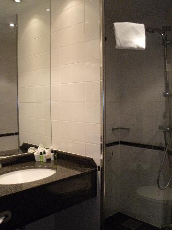 Copenhagen Strand: Modern bathroom