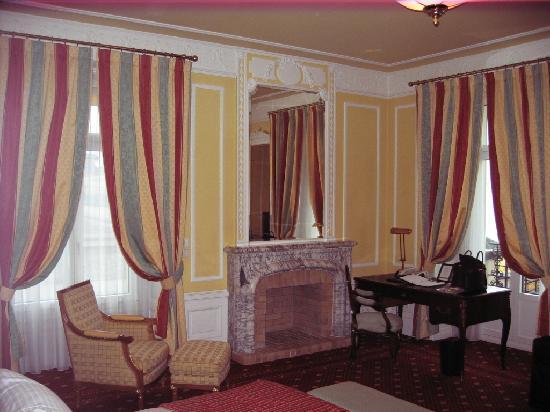 Fairmont Le Montreux Palace: Our room pic 1