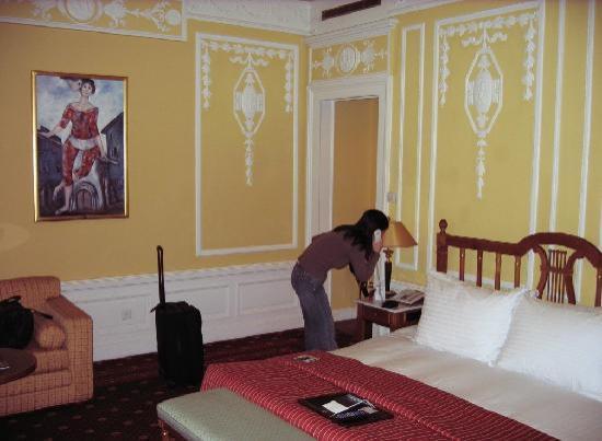 Fairmont Le Montreux Palace: Our room pic 2