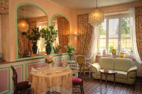 "Hostellerie Bressane Cuisery: Salon ""de la gare"""