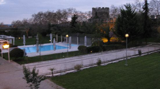 M'AR De AR Muralhas: The pool by night