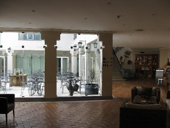 M'AR De AR Muralhas: Part of the lobby