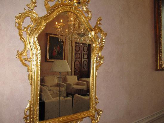 Hotel Palazzo Giovanelli: Living room in mirror