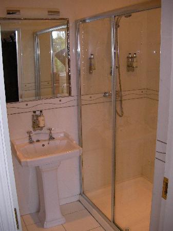 Knockeven House: Bathroom & Shower