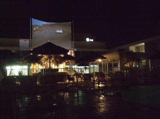 El Tropicano Riverwalk Hotel: Dive-In Movie: Herbie