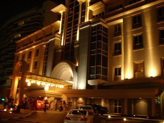 Movenpick Hotel & Apartments Bur Dubai: L'ngresso dell'Hotel