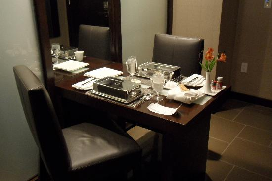 Vdara Hotel & Spa: Our in-suite meal all setup.