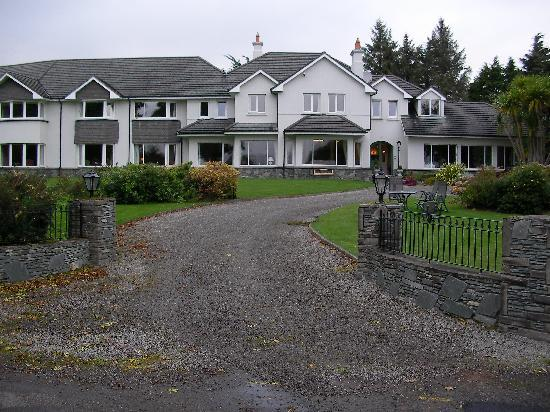 Loch Lein Country House: Entry to Loch Lein
