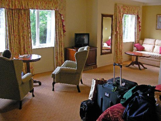 Loch Lein Country House: Our room (diff view)