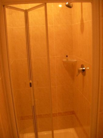 Loch Lein Country House: Large Shower