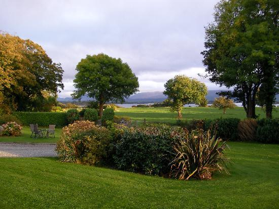 Loch Lein Country House: View from front of hotel