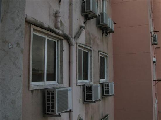 Hotel Afrin Lisboa: The second room had the view at the bathroom drainage pipes.