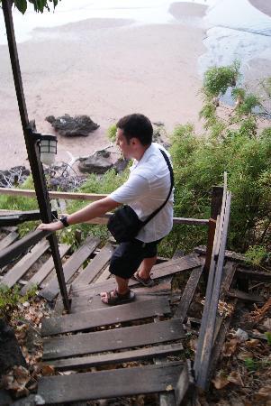 Centara Grand Beach Resort & Villas Krabi: steep monkey trail!