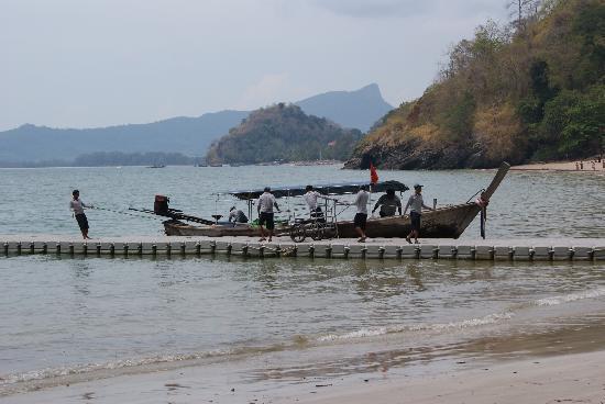 Centara Grand Beach Resort & Villas Krabi: floating pier