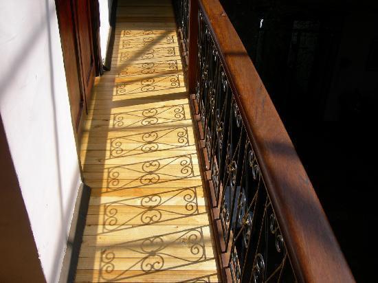 Casa Ordonez: skylit indoor balcony