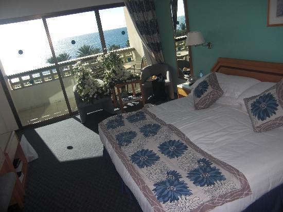 Constantinou Bros Athena Beach Hotel: Our Superior Room