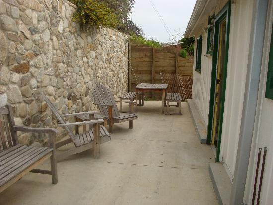 Crystal Cove Beach Cottages: back patio