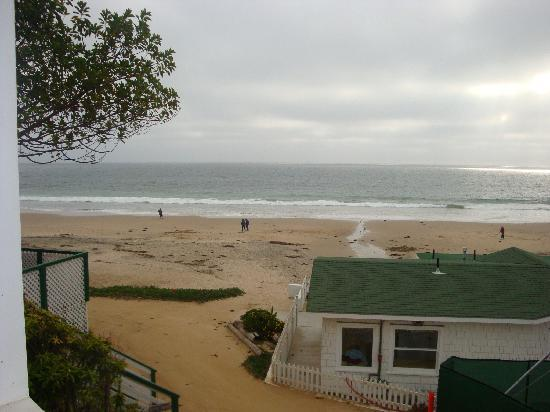 Crystal Cove Beach Cottages: view to the beach