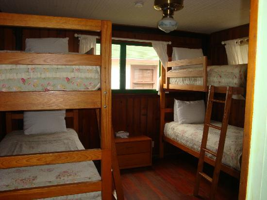 Crystal Cove Beach Cottages: bunk bed room