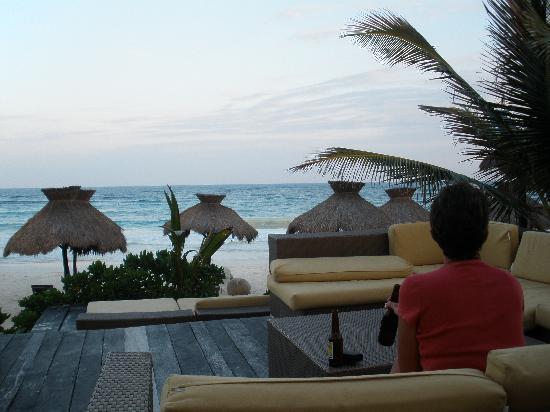 Zulum Beach Club + Cabanas : Zulum, sitting in the evening enjoying the view.