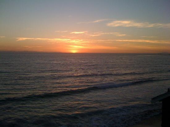 Laguna Riviera Beach Resort: Sunset form the patio- Loved it!
