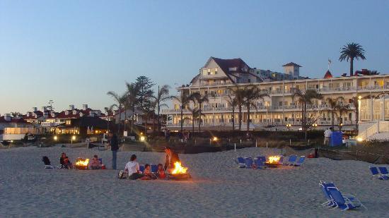Hotel del Coronado: Smore's on the beach at the Del