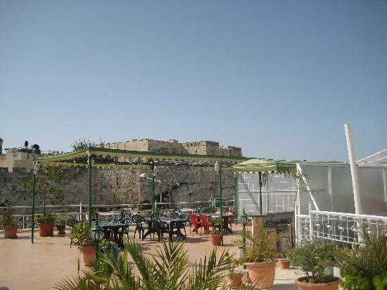 Golden Walls Hotel: rooftop terrace