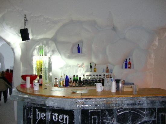 Iglu-Dorf Engelberg: Iglu Bar, 13 March 2010