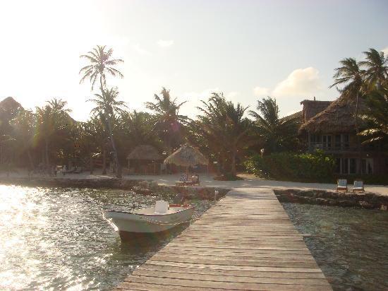 Xanadu Island Resort: The waterfront