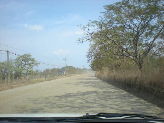 JW Marriott Guanacaste Resort & Spa: DIRT ROAD that you have to drive down to get to the hotel