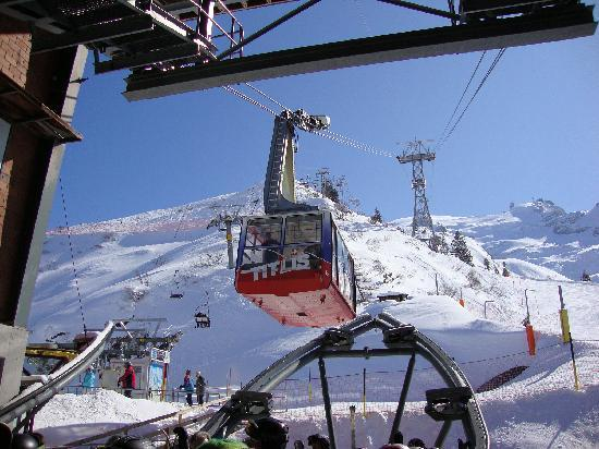 Engelberg, Sveits: Titlis Cable Car, 8 March 2010