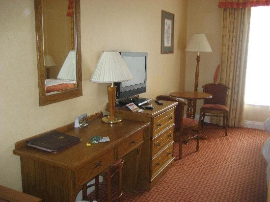 Quality Hotel And Leisure Centre: Family Room 2