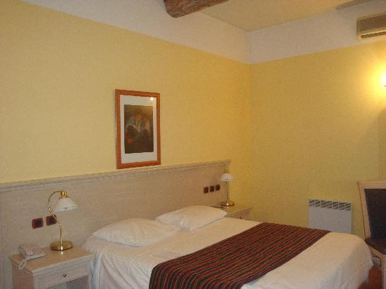 Hotel Artea: Triple room