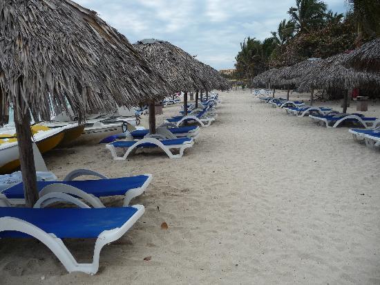 Melia Las Americas: Dia 17/03/2010 nublado  no habia nadie en la playa y eran las 11 de la mañana