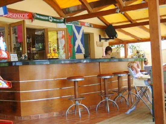 Hotel Macedonia: Poolside Bar