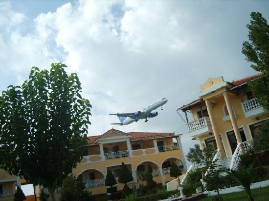 Hotel Macedonia: More planes