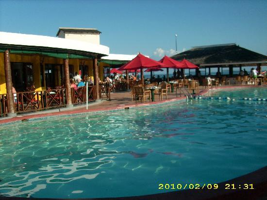 Royal Decameron Club Caribbean: Main Pool and Bar
