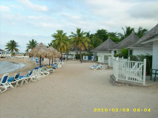 Royal Decameron Club Caribbean: Beach-Front Cottages