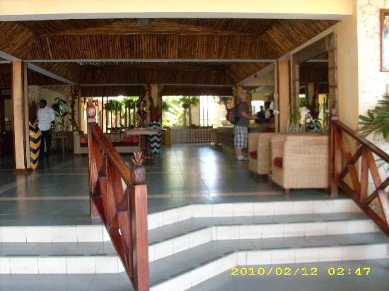 Royal Decameron Club Caribbean: Front Lobby