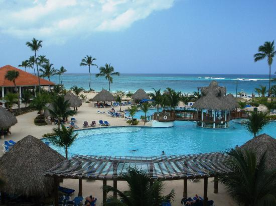 Occidental Caribe: looking over the quite pool